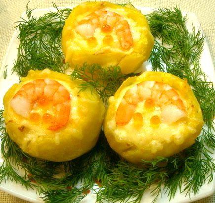 Вкусный печеный картофель с креветками