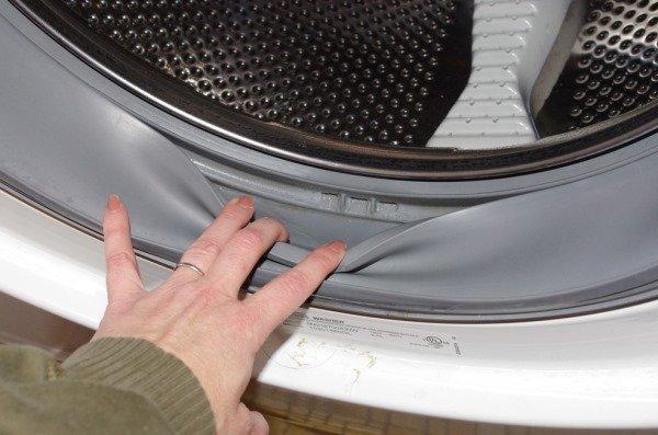Как удалить посторонние запахи из стиральной машины