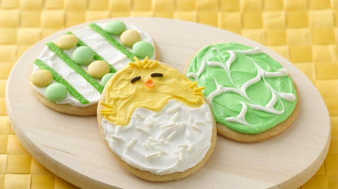 Как украсить пасхальное печенье
