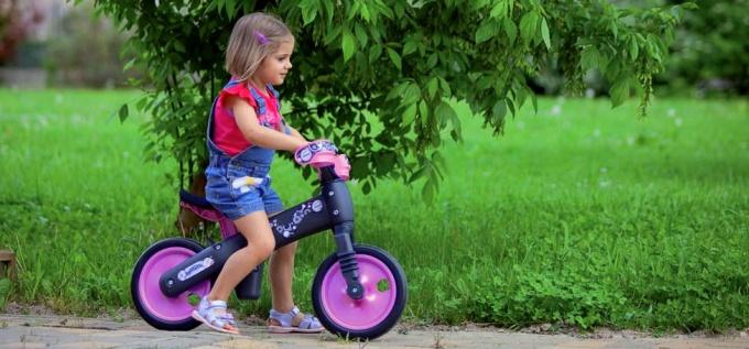 Почему ребенку нужно купить беговел