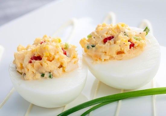 Как приготовить яйца с острой начинкой