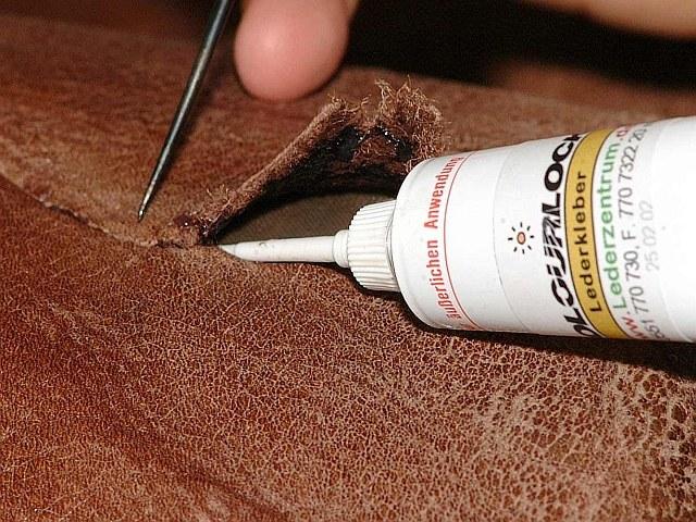 Как убрать царапину с кожанного изделия