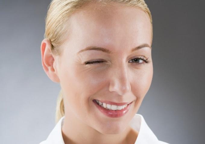 Как убрать мимические морщины под глазами