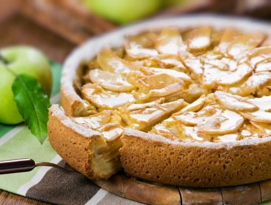 Вкусная и ароматная шарлотка - прекрасный десерт