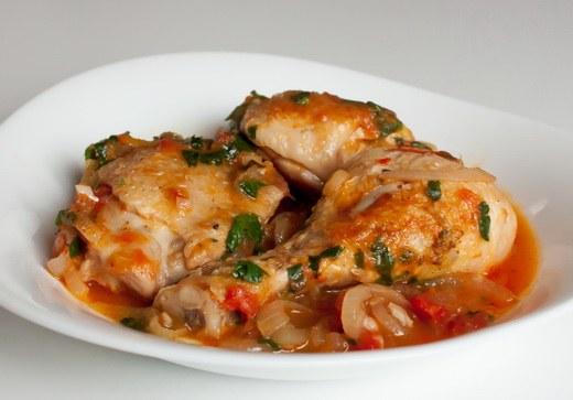 Грузинскую кухню отличает особый, остро-сладкий вкус блюд из мяса и птицы