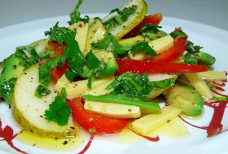Грушевый салат с авокадо и сыром