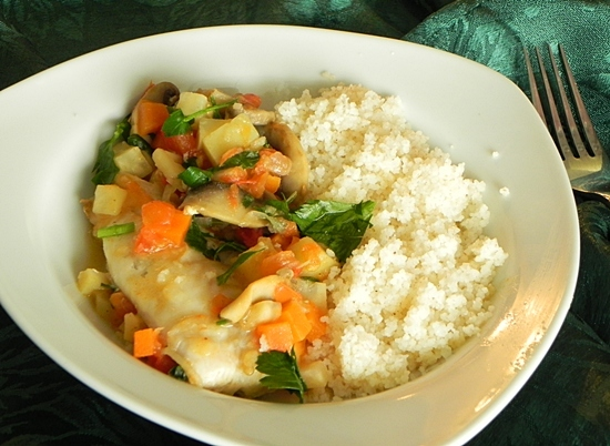 Запекаем рыбу с овощами и черносливом