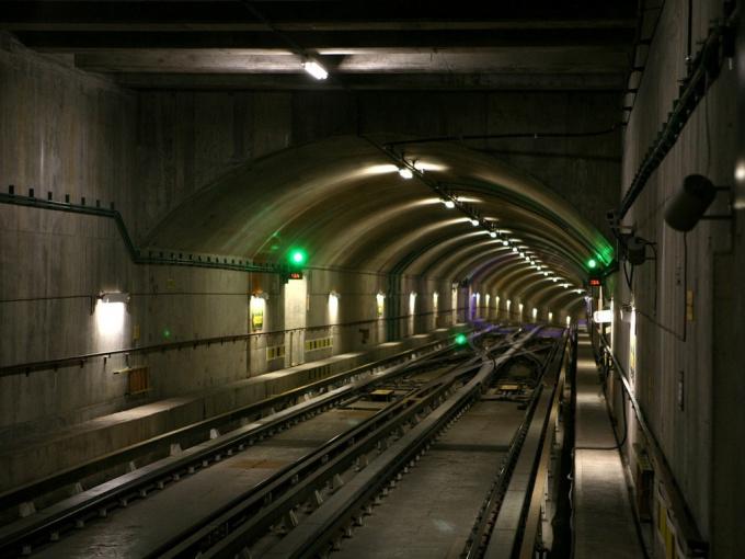 Что делать, если упал на рельсы метро