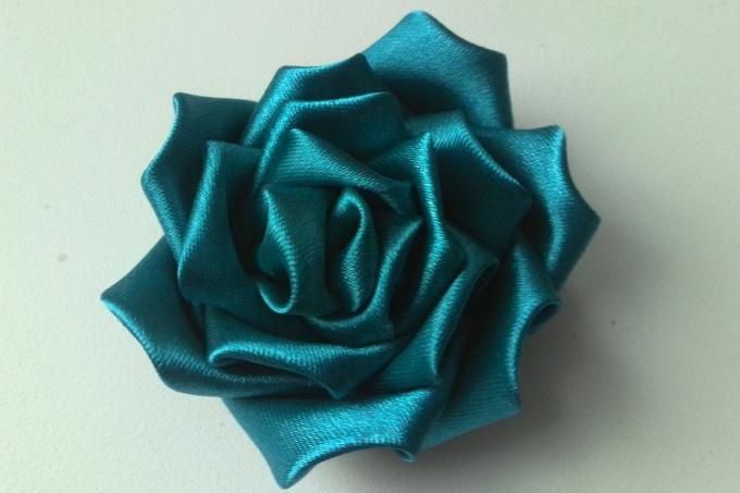 Атласная роза в технике канзаши