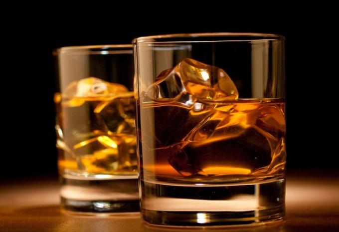 Как пить виски с содовой