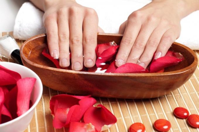 Как лечить растрескавшиеся пальцы рук