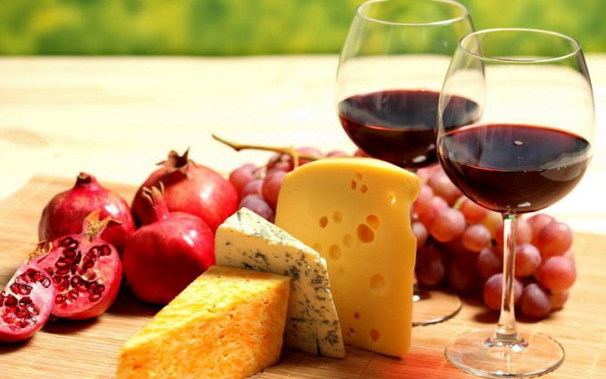 Чем лучше закусывать вино