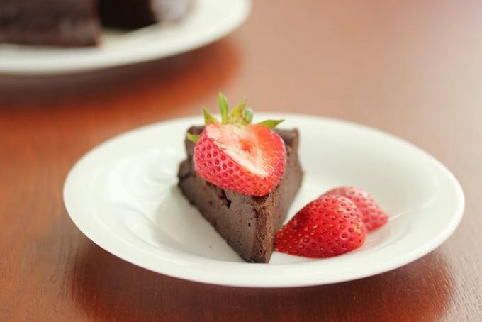 Шоколадный торт из трёх ингредиентов