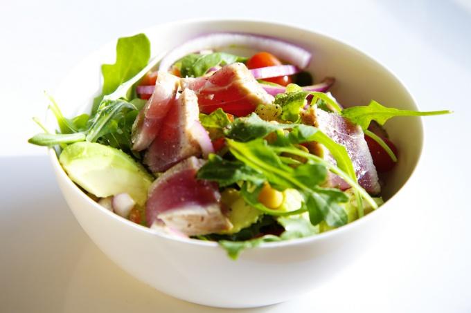Салат из авокадо отличается своей низкой калорийностью