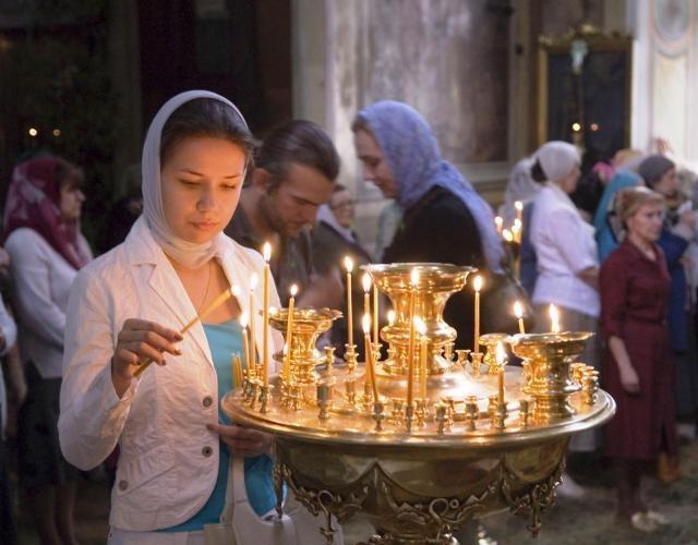 Женщина в православном храме