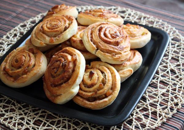Как приготовить нежные булочки с корицей