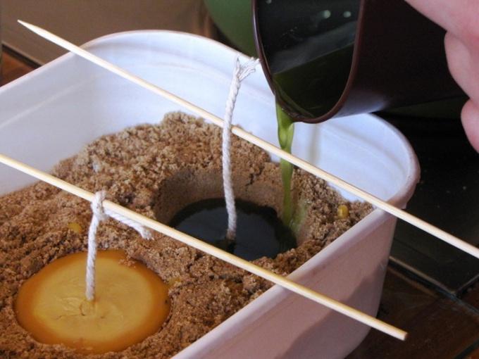 Как сделать свечи с помощью песка