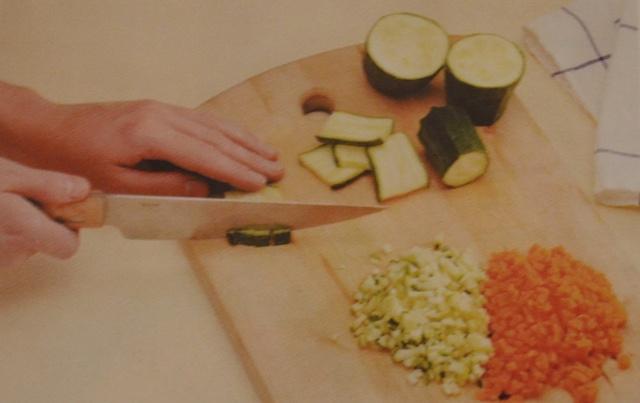 Острые пирожки с цыпленком и овощами