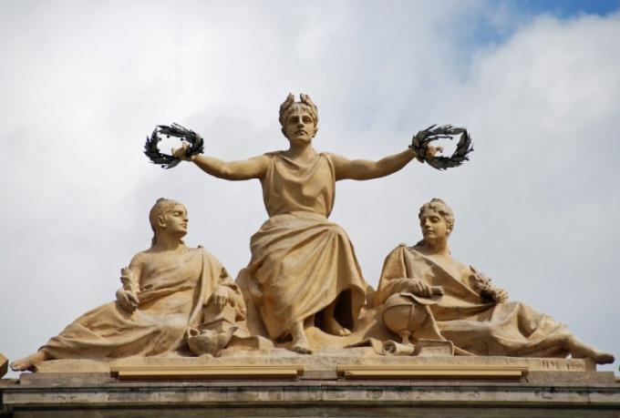 Лавровый венок в скульптуре