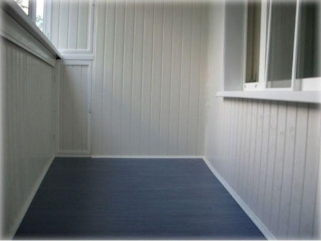Обшивка стен балкона