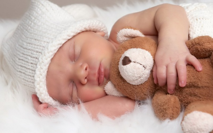 Сколько обычно спит новорожденный ребенок?