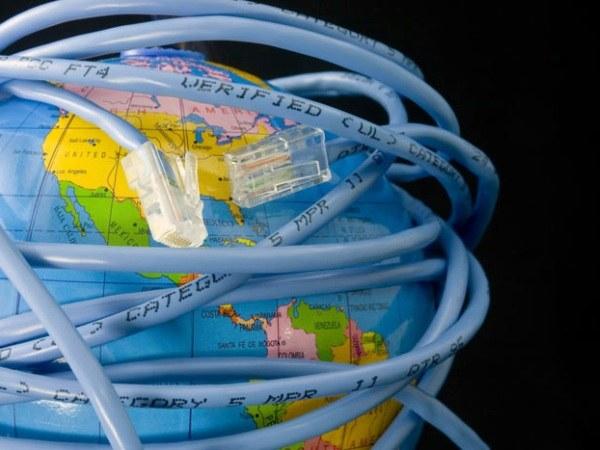 Какую роль интернет играет в жизни человека