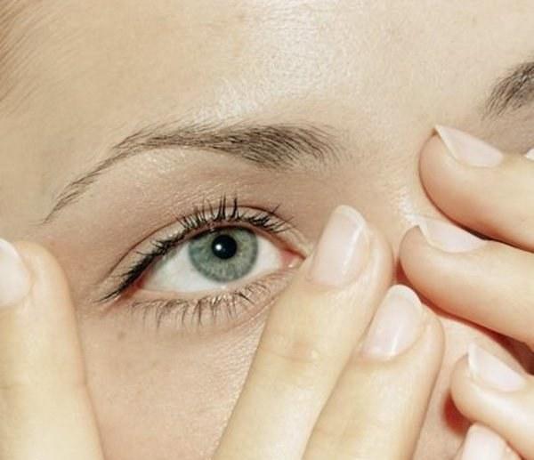 Что делать, если дергается мышца под глазом
