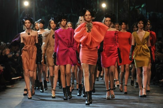 Fashion week models are not a source of wages, and the opportunity to earn the image