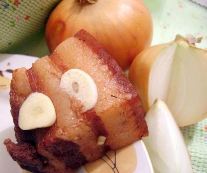 Как варить сало в луковой шелухе
