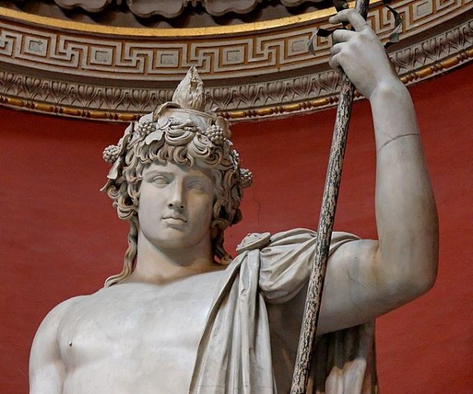 Скульптура древнегреческого бога Диониса
