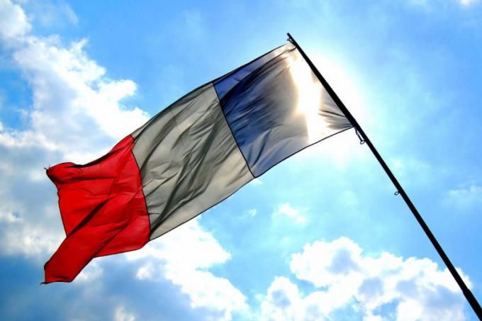 """Почему Францию называют """"пятой республикой"""""""