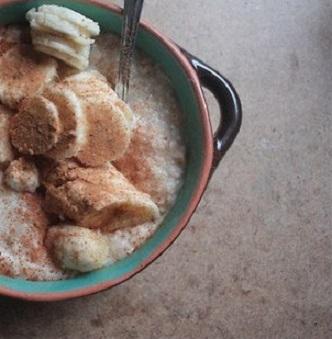 Овсянка на банановом молоке с корицей