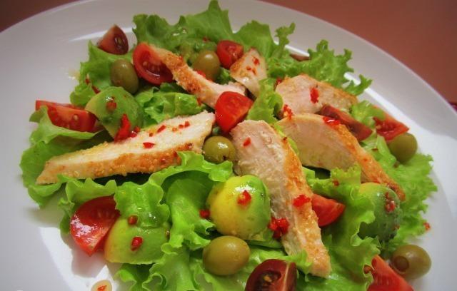 Куриный салат с кунжутом