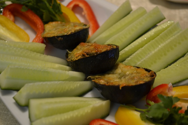 «Лодочки» из авокадо