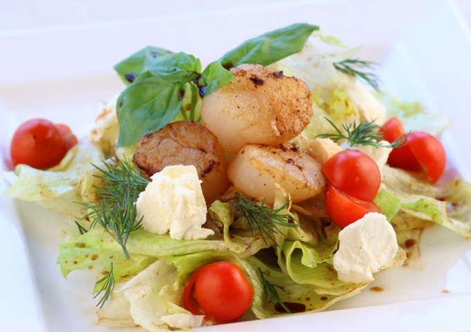 Салат с морскими гребешками