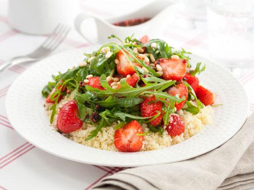 Как приготовить салат из клубники и рукколы