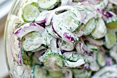 Огуречный салат в сметанном соусе