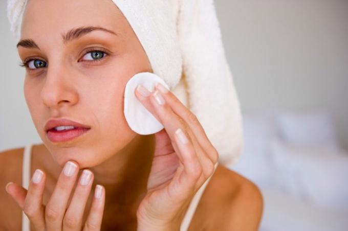 Как ухаживать за кожей лица в домашних условиях