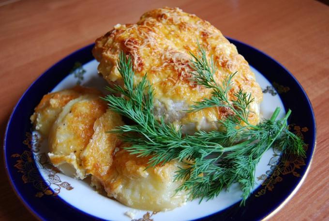 Куриная грудка с болгарским перцем и грибным соусом