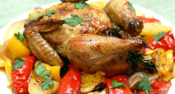 Ароматный и очень вкусный цыпленок со сладким перцем
