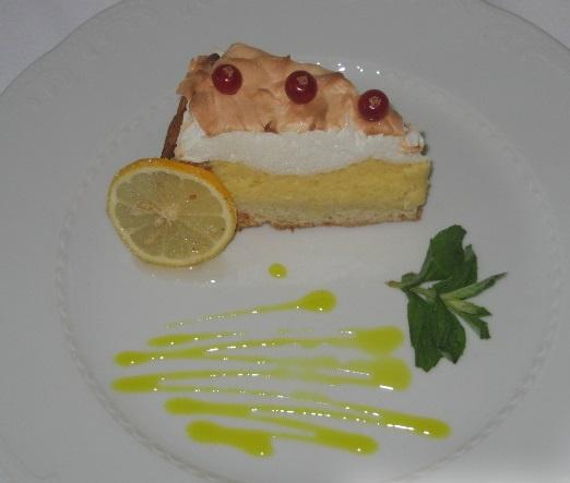 Пирог с безе и лимонным кремом