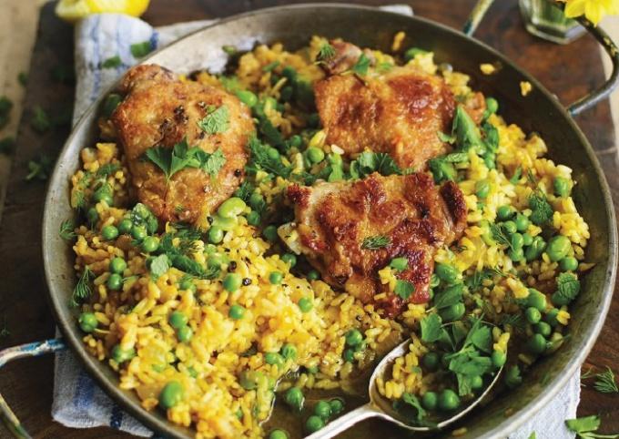 Курица с рисом, бобами и зеленью