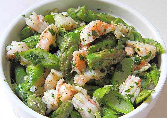 Салат со спаржей и креветками