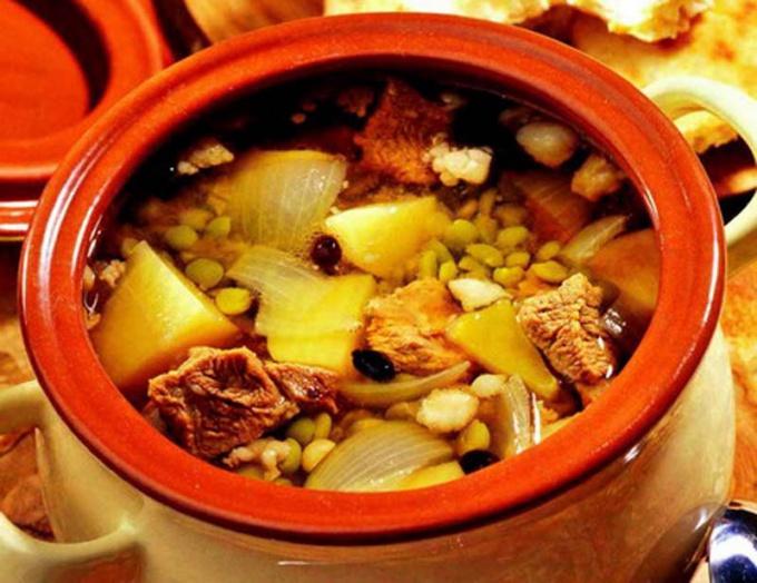 Гороховый суп с бараниной, шафраном и барбарисом