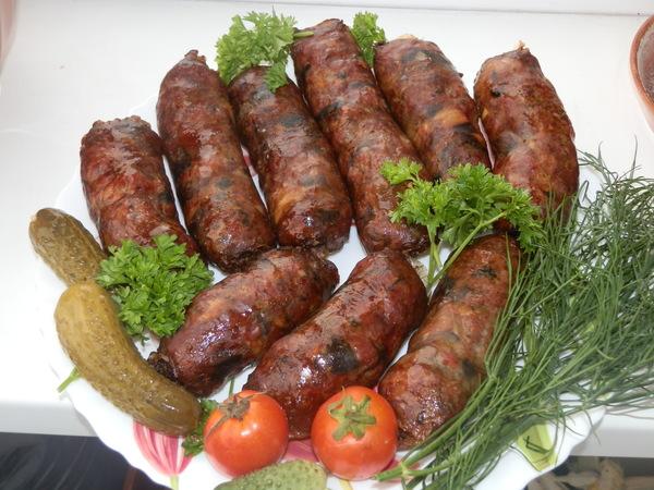 Как приготовить домашние колбаски из свинины