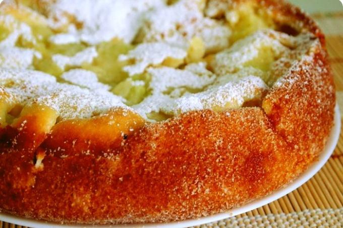 Вкусный и сочный дынный пирог
