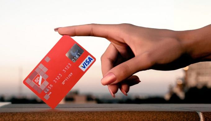 Мгновенная неименная банковская карта