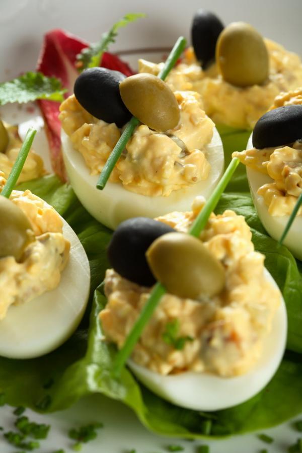 Как приготовить яйца, фаршированные печенью трески