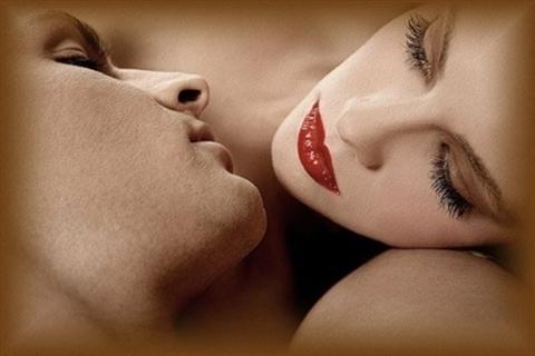 Мешает ли губная помада при поцелуе
