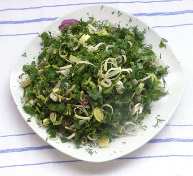 Салат из щавеля, шпината и сельдерея
